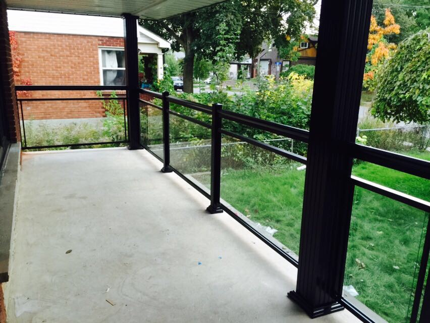 Aluminum Railing with Glass Oakville